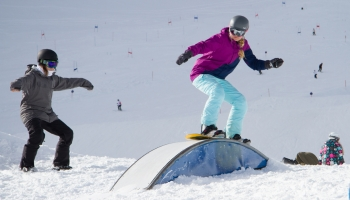 Park_Hill_Snowboarden_chicks_Girlsonly_tricks_snowboarden_girls_Roxy_mayerhofen
